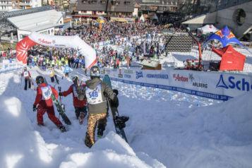 Die Sportler dürfen das Kultrennen auf Skiern, mit dem Snowboard und mit Telemark Ski meistern.