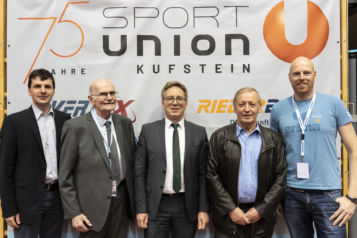 Auf dem Bild v.l.r.: Mathias Neuwirth (Generalsekretär ÖTTV), Gerhard Enders (Ehrenpräsident TTTV), Bürgermeister Martin Krumschnabel, Günther Mitterbauer (Präsident Sportunion Tirol) und Michael Seywald (Obmann Sportunion Kufstein).