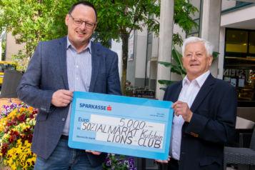 Auf dem Bild v.l.n.r.: Robert Wehr (Sozialmarkt Kufstein) und Herbert Rainalter (Lions Club Kufstein)