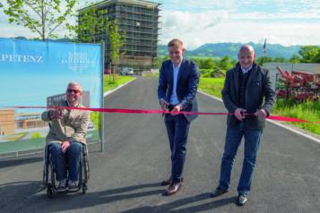 Auf dem Bild v.l.n.r.: Bürgermeister Hajo Gruber (Kiefersfelden), Florian Unterberger (Geschäftsführer Unterberger Immobilien) und Josef Gruber (Geschäftsführer Unterberger Gruppe).