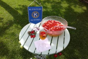 Am 26. und 27. Juni liefert der Kiwanisclub die vom Kaiserfest bekannte Erdbeerbowle an Hauhalte im Raum Kufstein.