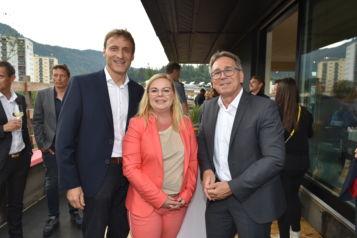 Auf dem Bild v.l.n.r.: Josef Feichtner (Geschäftsführer Unterberger Immobilien), Barbara Trapl (Verkauf und Vermietung Unterberger Immobilien) und der Kufsteiner Bürgermeister Martin Krumschnabel.