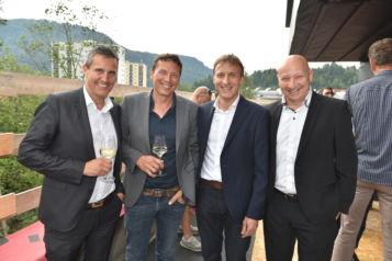 Auf dem Bild v.l.n.r.: Gerald Unterberger (Geschäftsführer Unterberger Automobile), Architekt Andreas Walter (HVW Architekten), Josef Feichtner (Geschäftsführer Unterberger Immobilien) und Josef Gruber (Geschäftsführer Unterberger Gruppe).