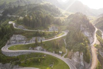 Alljährlich lockt der Arlberg Giro 1.500 Athleten an den Start. Aufgrund von Corona findet dieses Jahr ein Sonderformat rund um den Rennrad-Klassiker statt.