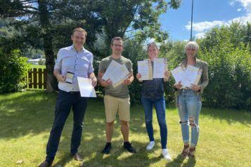 Strahlende ofp-Gesichter v.l.n.r.: Geschäftsführer Thomas Oberhuber,  Johannes Reitter, Lisa Antretter und Mareike Fürpass.