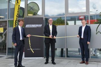 Auf dem Bild (v.l.n.r.): Romed Giner (Vizebürgermeister Marktgemeinde Rum), MMag. Reinhard Mayr (Vorstandsvorsitzender Raiffeisen-Landesbank Tirol AG) und Florian Unterberger (Geschäftsführer Unterberger Immobilien).