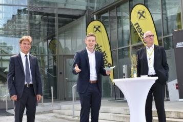 Auf dem Bild (v.l.n.r.): Romed Giner (Vizebürgermeister Marktgemeinde Rum), Florian Unterberger (Geschäftsführer Unterberger Immobilien) und MMag. Reinhard Mayr (Vorstandsvorsitzender Raiffeisen-Landesbank Tirol AG).