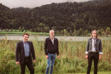 Auf dem Bild v.l.n.r.: Kapellmeister Josef Pirchmoser, Schriftsteller Toni Bernhart und Regisseur Norbert Mladek.
