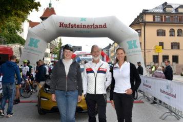 Auf dem Bild v. l. n. r.: Maria Plangger, Obmann Georg Hörhager und Vanessa Klaus vom Tourismusverband Kufsteinerland.