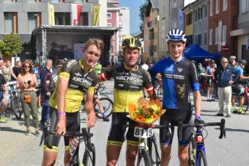 Auf dem Bild v. l. n. r.: Johannes Rechenauer (3. Platz), Stefan Kirchmair (1. Platz) und Daniel Debertin (2. Platz)