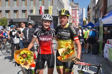 So sehen Sieger aus: Die Engländerin Amalie Cooper und der Österreicher Stefan Kirchmair siegten beim Kufsteinerland Radmarathon.