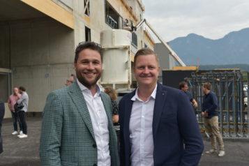 Auf dem Bild v.l.n.r.: Projektleiter Florian Huber und Architekt Peter Ramsauer