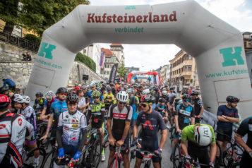 """Mit knapp 900 Radsportlern stellten sich so viele wie noch nie der Herausforderung """"Kufsteinerland Radmarathon""""."""