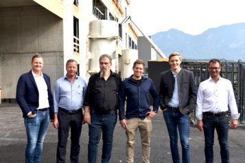 Auf dem Bild v.l.n.r.: Gerald Mitterer-Küblwirth (Bauleitung), Helmut Farthofer, Architekt Peter Ramsauer, Stefan Hundsbichler, Florian Unterberger und Karl Farthofer.
